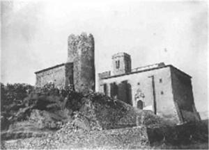 El castell de Ribes està situat sobre una timba (Foto: Postals i fotos antigues de Catalunya / Facebook)