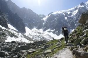 Seguint el corriol, amb el glaciar Pélerins al fons
